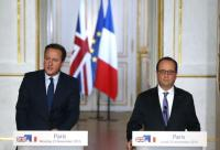 French President Francois Hollande  and Britain's Prime Minister David Cameron attend a joint news conference at the Elysee Palace in Paris, France, November 23, 2015.