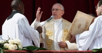 Pope_performing mass