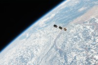 detonate-plasma-bombs-attached-to-tiny-satellites-1200x0