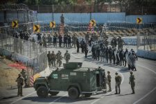 66fcae_us-troops-pictured-in-2018-san-ysidro-border-crossing-20-central-american-640x427